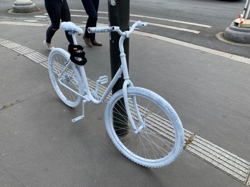 Vélo Blanc en souvenir d'Armelle 1